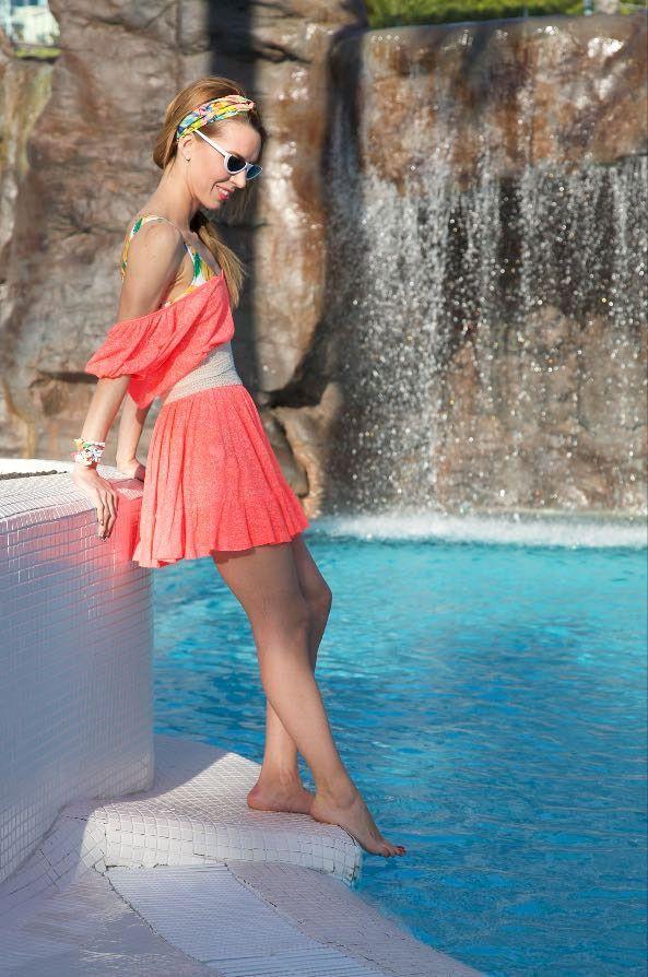 Romina en la piscina
